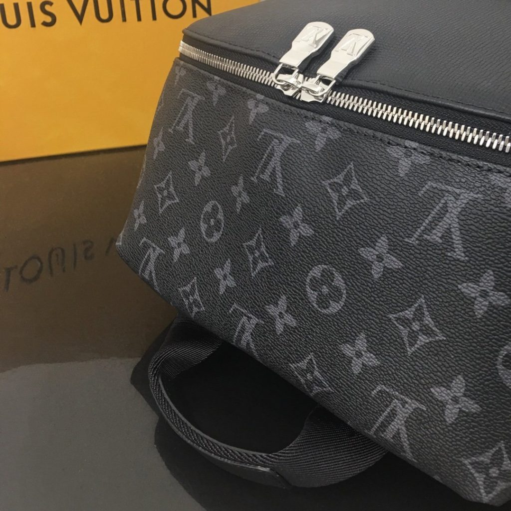 LOUIS VUITTON Discovery Backpack PM M30230