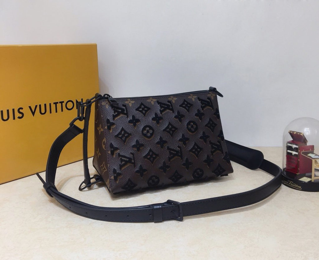 Louis Vuitton Triangle Messenger Bag M45070