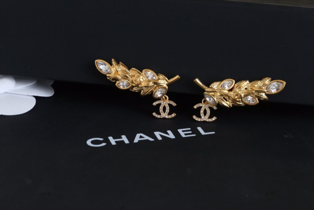 CHANEL Earrings | Metal & Strass Gold & Crystal. AB4671 B03619 N8053