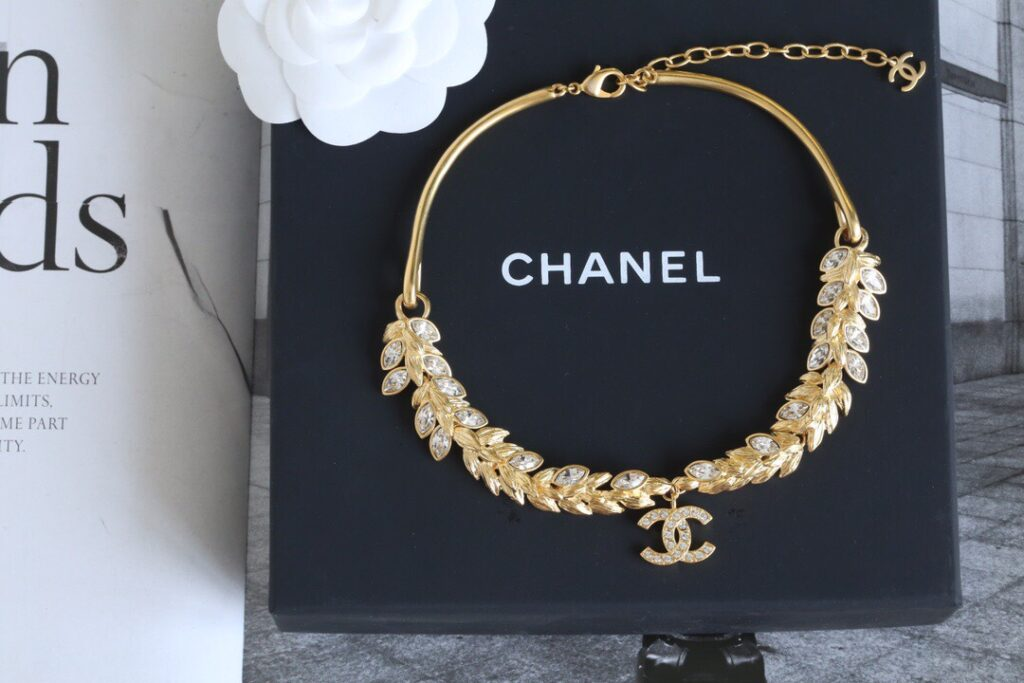 CHANEL Choker Necklace | Metal & Strass Gold & Crystal. AB4494 B03619 N8053