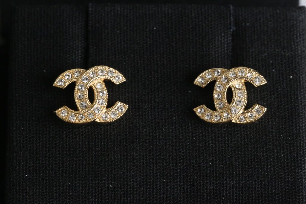 CHANEL Earrings | Metal & Strass Gold & Transparent. A88429 Y02003 Z2800