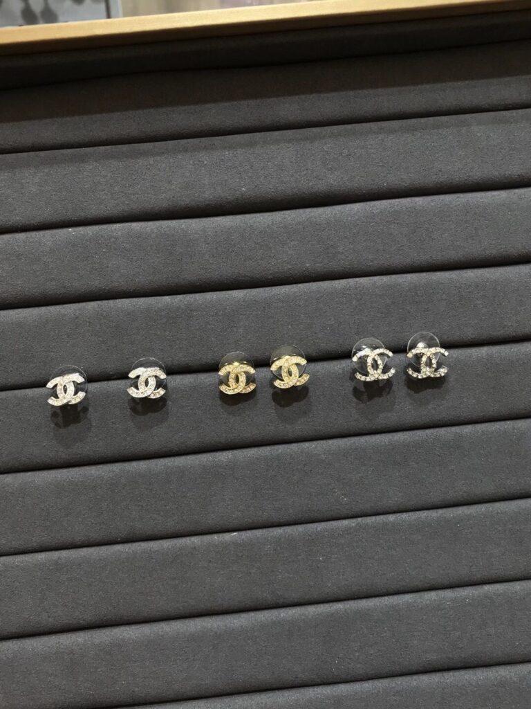 CHANEL earrings A88429 Y02003 Z2800