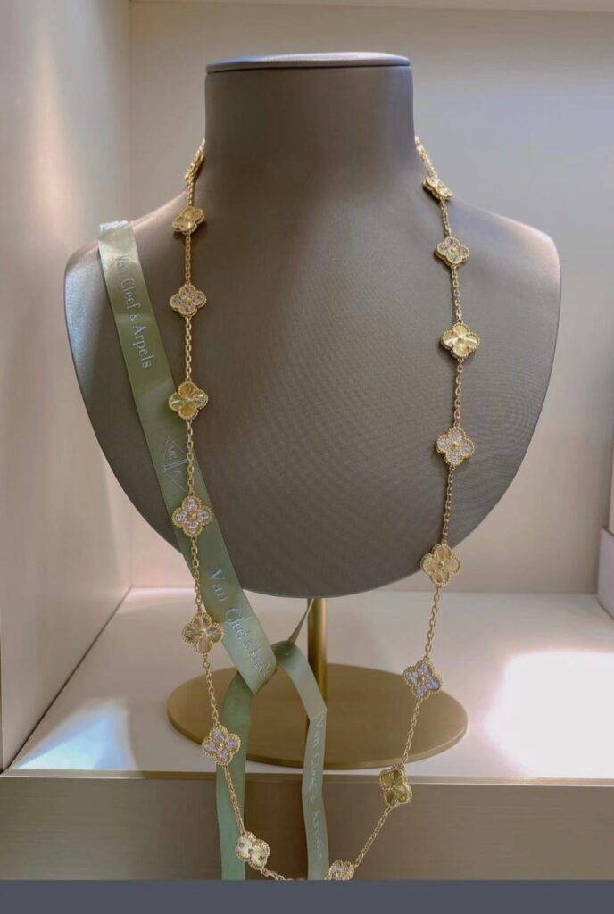 Van Cleef VCA Vintage Alhambra long necklace, 20 motifs Yellow gold, Diamond