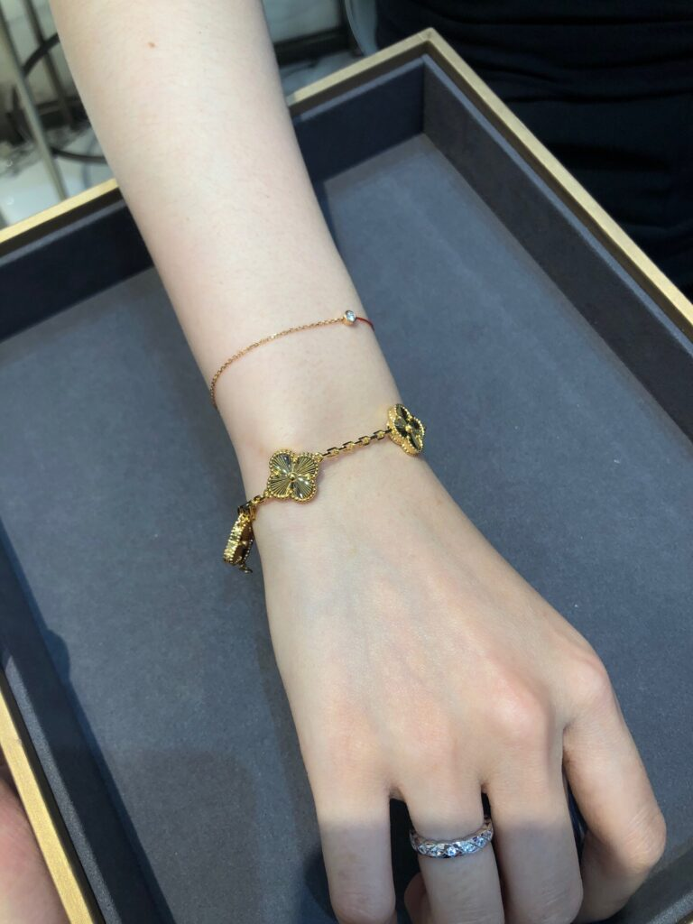 vintage alhambra bracelet, 5 motifs yellow gold