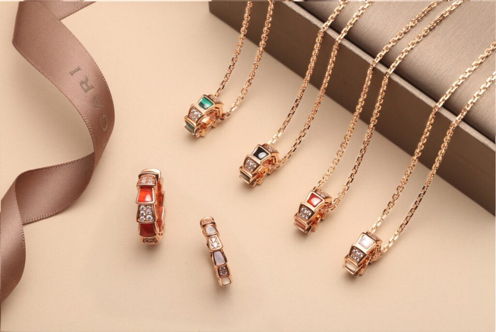 Bvlgari Serpenti Viper necklace set pavé diamonds on the pendant