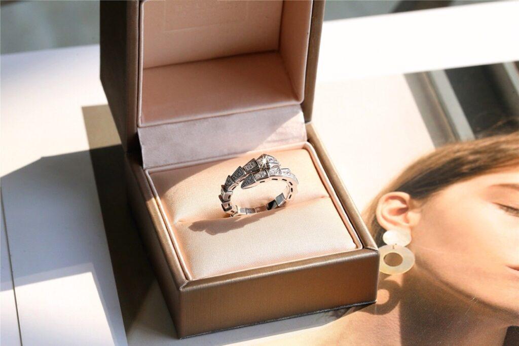 Bvlgari Serpenti Viper white gold ring set with pavé diamonds