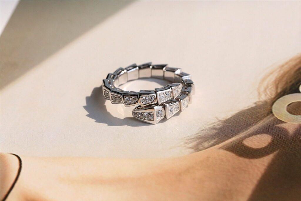 Bvlgari Serpenti  ring set with pavé diamonds