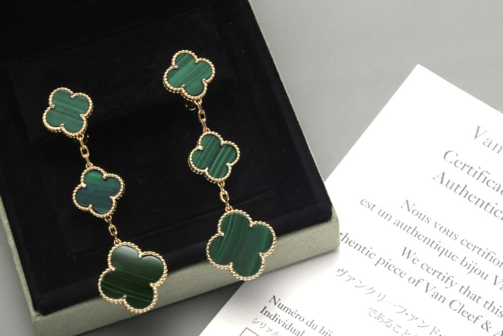VCA Magic Alhambra earrings, 3 motifs. Yellow gold, Malachite