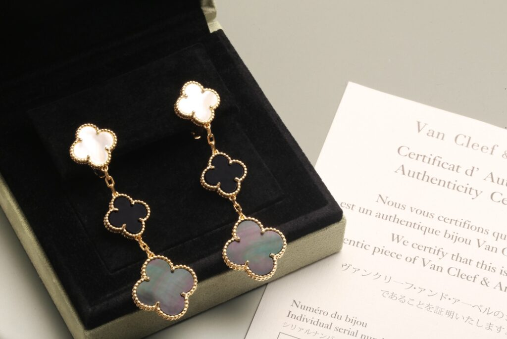 VCA Magic Alhambra earrings, 3 motifs Yellow gold, Mother-of-pearl, Onyx