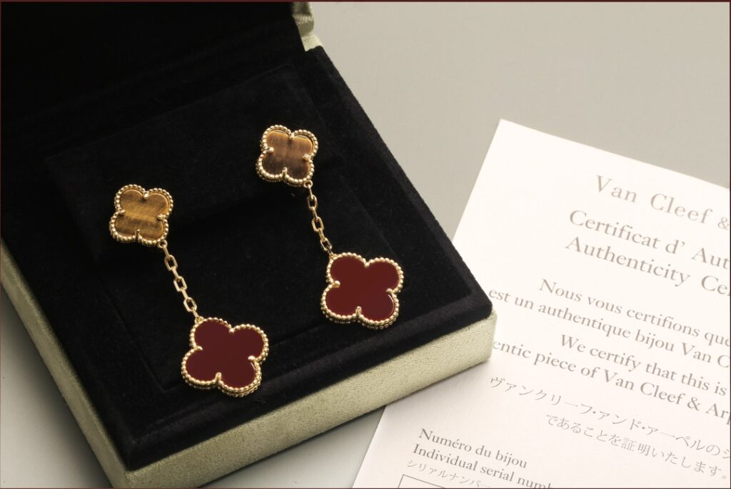 Van Cleef & Arpels Magic Alhambra earrings, 2 motifs, Yellow gold, Carnelian, Tiger Eye