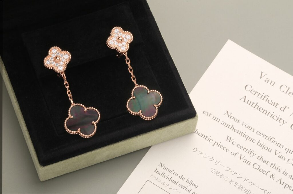 VCA Magic Alhambra earrings, 2 motifs. Rose gold, Diamond, Mother-of-pearl
