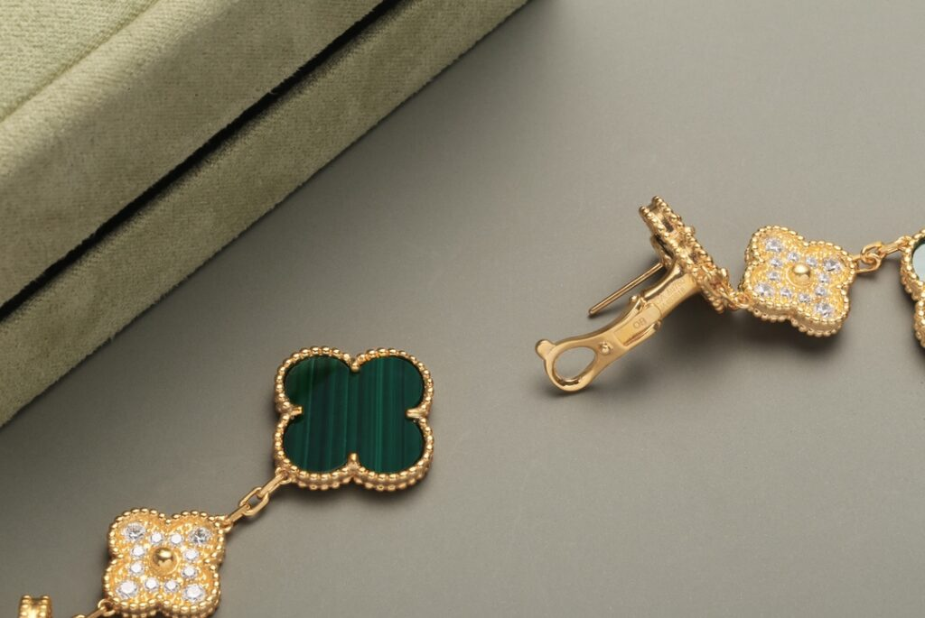 VCA Magic Alhambra earrings, 3 motifs Yellow gold, Diamond, Malachite