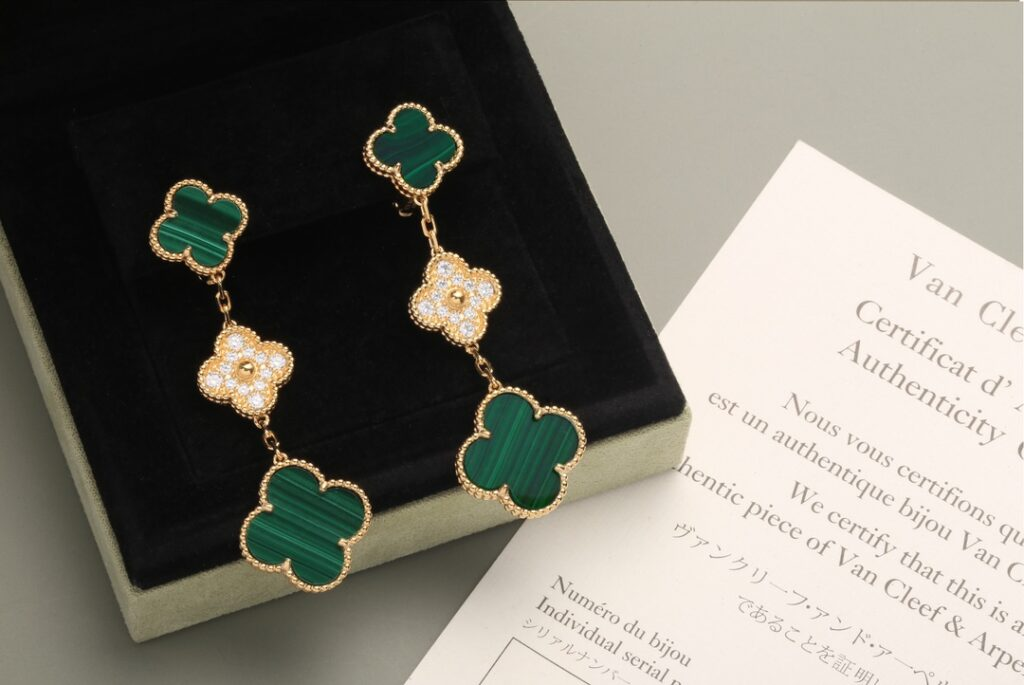 Van Cleef Arpels Magic Alhambra earrings, 3 motifs Yellow gold, Diamond, Malachite