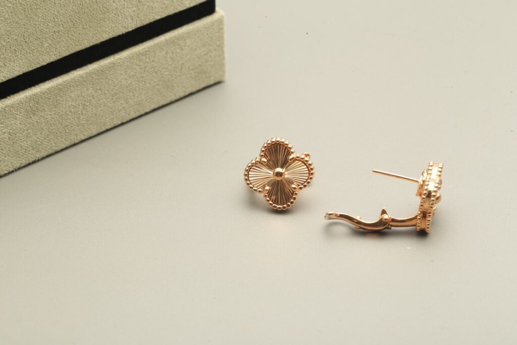 VCA Vintage Alhambra earrings Yellow gold - VCARP3JL00 - Van Cleef & Arpels
