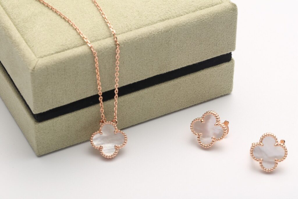 VCA Vintage Alhambra pendant and  and earrings rose gold.  Mother-of-pearl