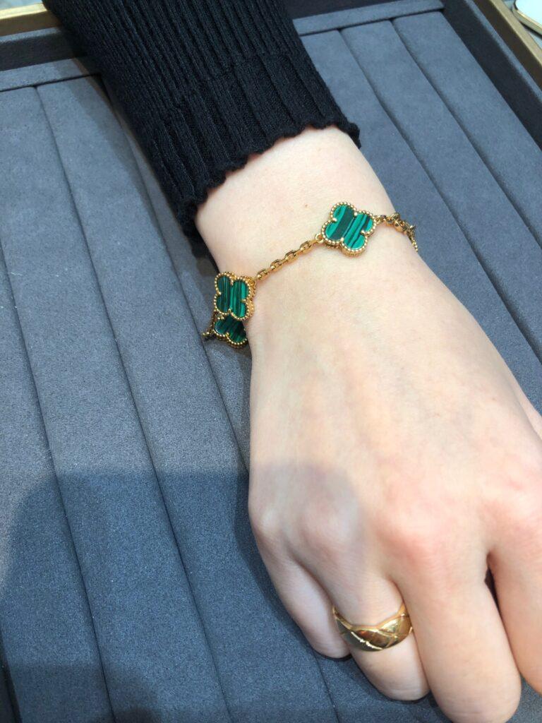 VCA Vintage Alhambra bracelet, 5 motifs Yellow gold, Malachite