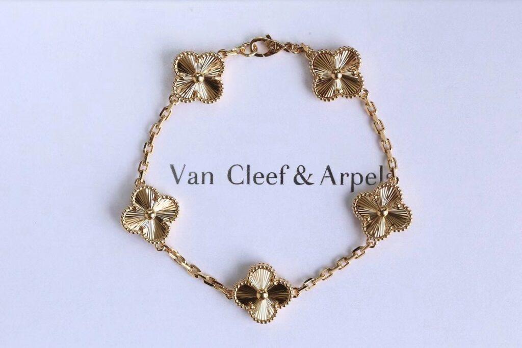 VCA Vintage Alhambra bracelet, 5 motifs Yellow gold