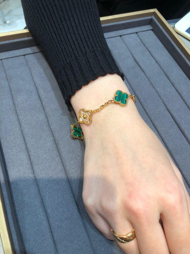 Van Cleef Vintage Alhambra bracelet, 5 motifs Yellow gold, Diamond, Malachite