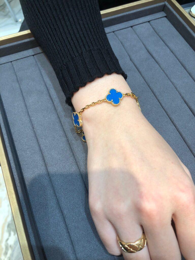 Yellow gold, Agate Van Cleef Vintage Alhambra bracelet, 5 motifs
