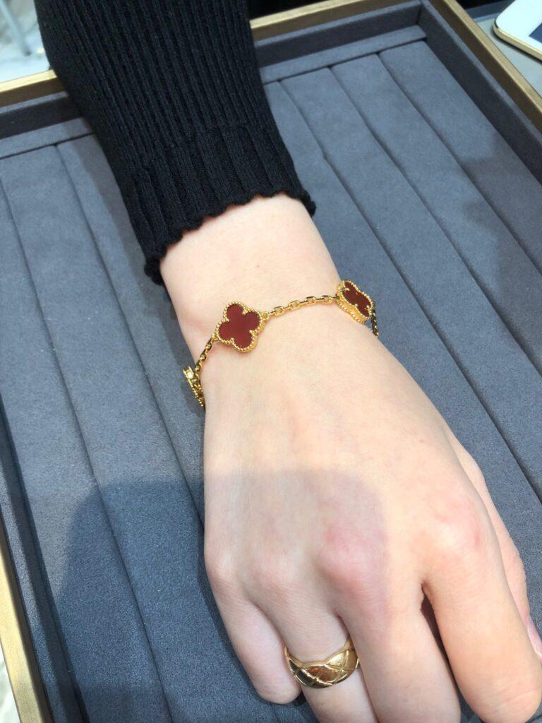Yellow gold, Carnelian Van Cleef & Arpels Vintage Alhambra bracelet, 5 motifs