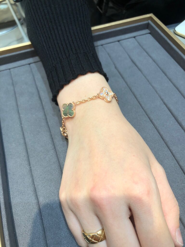 Rose gold, Diamond, Mother-of-pearl. Vintage Alhambra bracelet, 5 motifs