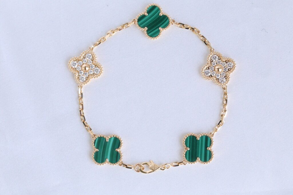 VCA Vintage Alhambra bracelet, 5 motifs Yellow gold, Diamond, Malachite
