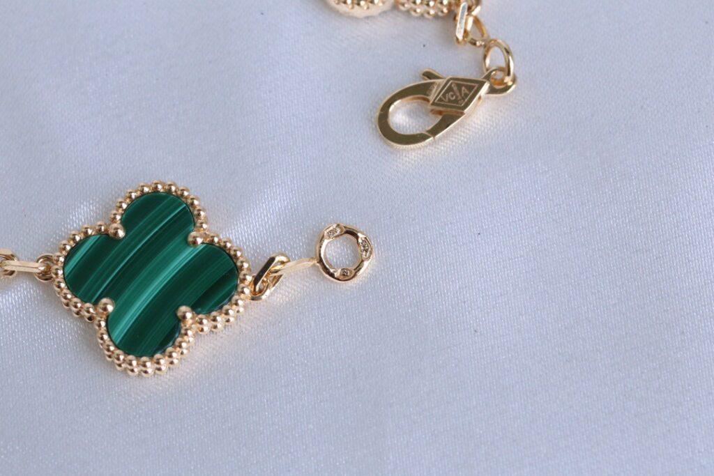 Van Cleef 5 motifs Malachite Vintage Alhambra bracelet Yellow gold. Diamond