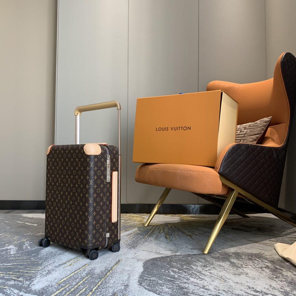 Louis Vuitton Monogram Horizon 50 Rolling Luggage M23209