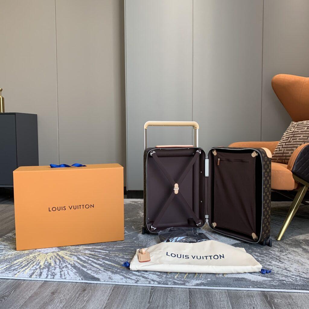 Louis Vuitton Luggage Horizon 50 M23209
