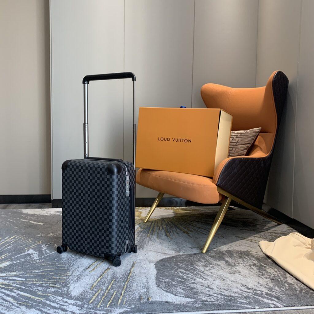 Louis Vuitton Rolling Luggage Horizon 50
